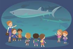 Grupp av ungar som håller ögonen på hajar på oceanaruimakvariumutfärden med en lärare Skola- eller dagisstudenter på sparat royaltyfri illustrationer