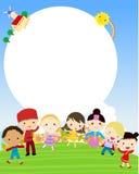 Grupp av ungar som har gyckel stock illustrationer
