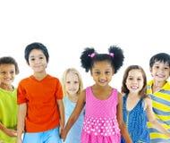 Grupp av ungar som rymmer händer Arkivfoto