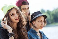 Grupp av ungdomar Arkivbild