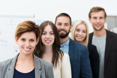 Grupp av ungt affärsfolk Arkivbild