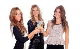 Grupp av vänner som rostar med champagne i jul Arkivfoto