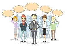 Grupp för affärsfolk som använder operatörs för cellSmart telefon kommunikation för internet för ask för pratstund för appell för stock illustrationer