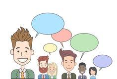 Grupp för affärsfolk som talar diskutera det sociala nätverket för pratstundkommunikation Arkivbilder