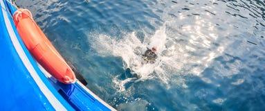 Grupp för dykapparatdykning Ban's som dyker mitten semesterort-CDC royaltyfria foton