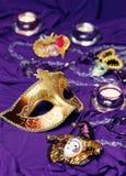 Grupp för färgrika Mardi Gras eller karnevalmaskeringar på en purpurfärgad bakgrund Royaltyfri Fotografi