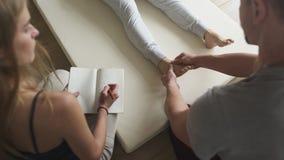 Grupp för utbildning för massageterapigrupp arkivfoto