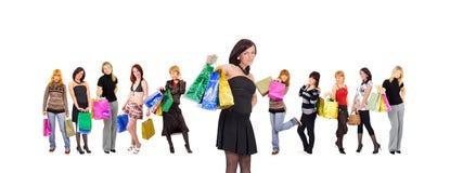 grupp isolerade shoppa kvinnor Royaltyfri Bild