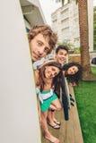Grupp människor i baddräkten som har funoutdoors Fotografering för Bildbyråer