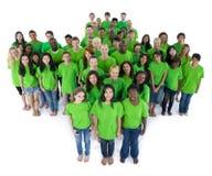 Grupp människor i grön färg arkivfoto
