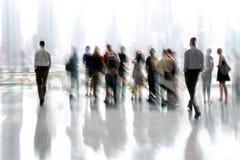 Grupp människor i lobbyaffärsmitten Royaltyfri Bild