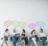 Grupp människor med anförandebubblan royaltyfri bild