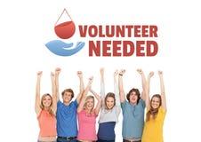 Grupp människor med volontären behövde text och ett diagram för bloddonation Arkivfoto