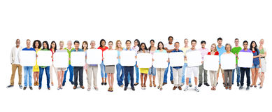 Grupp människor som rymmer 14 tomma plakat Arkivfoton