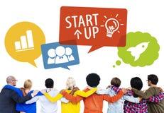 Grupp människor tillbaka med Startup begrepp arkivbild