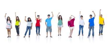 Grupp människoranseende och lyfta för arm Royaltyfri Fotografi