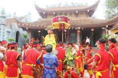 Grupp människor som deltar i traditionella festivaler Royaltyfria Bilder