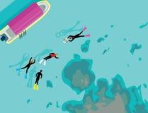 Grupp som snorklar simning på den klara fjärden Arkivfoto