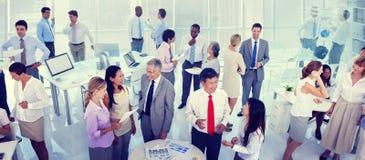 Gruppaffärsfolk som möter kontorsbegrepp Arkivbild