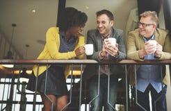 Gruppaffärsfolk som pratar balkongbegrepp royaltyfria bilder