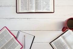 Gruppbibelstudie arkivfoto