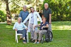 Gruppe ältere Leute stockfotos