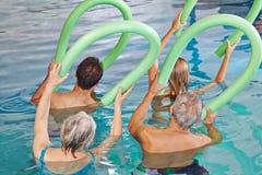 Gruppe ältere Leute, die Aqua tun Lizenzfreie Stockbilder
