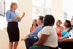 Gruppe übergewichtigen Menschen, die an Diät-Verein teilnehmen Lizenzfreies Stockfoto