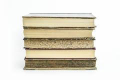 Gruppe alte alte Bücher mit lokalisiertem Hintergrund Stockbild
