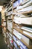 Gruppe alte Papiere in einer Bibliothek Lizenzfreie Stockbilder