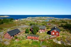 Gruppe alte rote Häuser im Archipel Stockfoto
