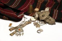 Gruppe altes Juwel und Münzen stockbild