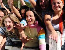 Gruppe aufgeregte junge Frauen Lizenzfreies Stockbild