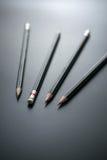 Gruppe Bleistifte auf Tafelfokus am Bleistiftradiergummi, Konzept s Stockbilder