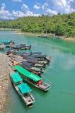 Gruppe Boote für die Touristen lizenzfreie stockbilder