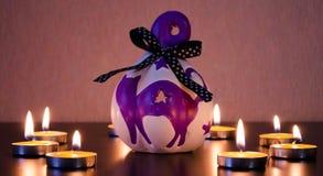 Gruppe brennende Kerzen an lizenzfreie stockfotos