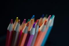 Gruppe bunte geschärfte Bleistifte Stockfotos