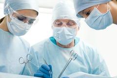 Gruppe Chirurgen lizenzfreie stockfotografie