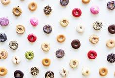 Gruppe der bunten Donut-Bäckerei-Süßspeise Lizenzfreie Stockfotos