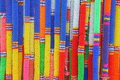 Gruppe der bunten siamesischen Plastikgirlande Lizenzfreies Stockfoto