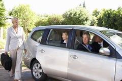 Gruppe der Geschäfts-Kollege-Car-Sharings-Reise in Arbeit Lizenzfreie Stockfotografie