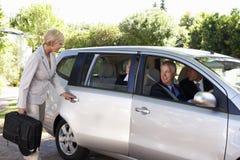 Gruppe der Geschäfts-Kollege-Car-Sharings-Reise in Arbeit Stockfotografie