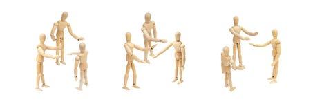 Gruppe der hölzernen Zahl Mannequinzusammen sprechen und -diskussion lizenzfreies stockbild