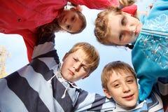 Gruppe der kleinen Mädchen und der Jungen Lizenzfreies Stockfoto