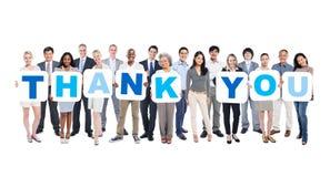 Gruppe der multiethnischen Gruppe Geschäftsleute, die Plakate halten Lizenzfreie Stockfotos