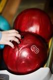 Gruppe der roten Bowlingspielkugel. Lizenzfreie Stockfotos