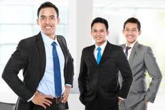 Gruppe des asiatischen jungen Wirtschaftlers Stockfotografie