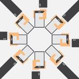 Gruppe des Geschäftsmannes Smartphone halten Stockbilder