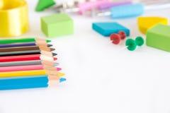 Gruppe des Graphits und Farbe zeichnen, grüner Gummi auf weißem backgr an Stockfotografie