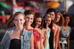 Gruppe des Mädchen-Lächelns Stockfotografie